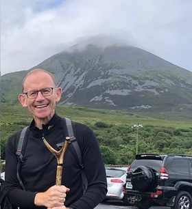 Man standing in front of a mountain.